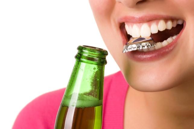از دندان خود به عنوان ابزار استفاده نکنید