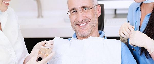 ایمپلنتهای دندانی و محدودیت سنی