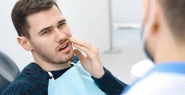 عفونت از عوارض جراحی ایمپلنت دندان